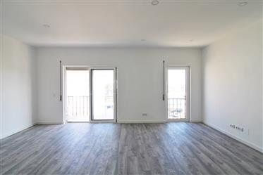 Appartement rénové de 3 chambres avec parking et à côté de l...
