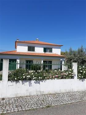 Nicely maintained and spacious house with large garden.