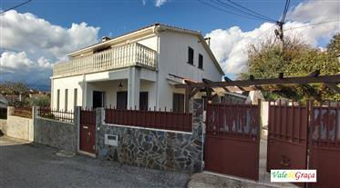 Casa de aldeia em perfeitas condições