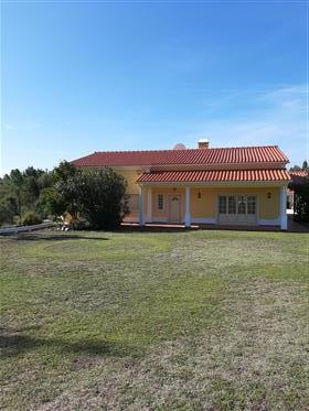 Luxury villa, quality fittings throughout, large rooms, ready to move into, with in ground swimming