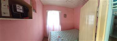 Casa cor de rosa e loja