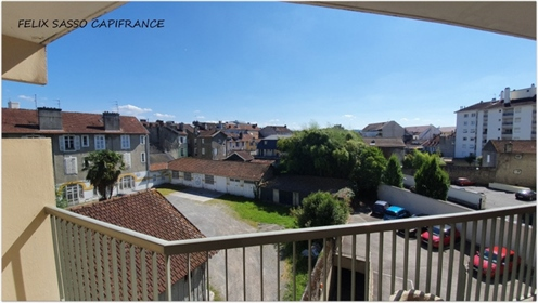 Pau 64, beautiful 98 m² T5 apartment to refresh, located close to all shops, schools, the city cente