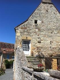 Maison ancienne à rénover A 10 minutes de Belvès, dans un village avec commerce de base e