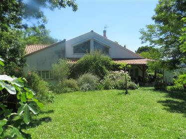 Maison de campagne rénovée (ancien corps de ferme) 350m2 (deux habitations) située dans un lieu uniq