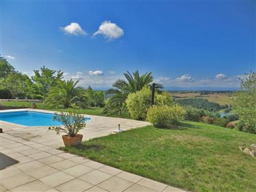 Beautiful detached villa / country house 210m2 built in 2010 with heated pool and a garden of 3900m2