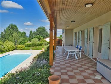 Belle villa individuelle 210m2 construite en 2010 avec pisci...