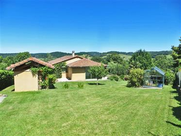 Beautiful detached house 120m2 with garage, workshop 58m2 and beautiful garden 1781m2.