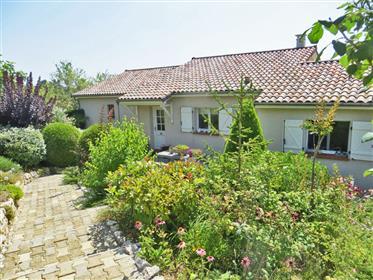 Belle maison individuelle de 124m2 avec garage, et beau jardin paysagé de 1781m2 avec vue imprenable