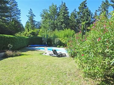 Maison rurale indépendante 185m2 en lisière de forêt avec jardin 2000m2 avec piscine 10x5 et terrass