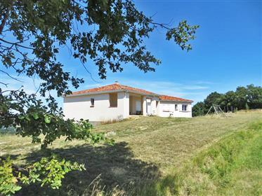Villa individuelle 150m2, de 2014, avec 4 655 m2 de terrain et de belles vues sur les Pyrénées et la