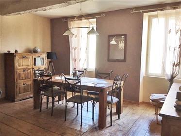 Maison de village 164 m2 rénovée avec goût avec cour 45m2, grange non attenante 45m2 et jardin non a