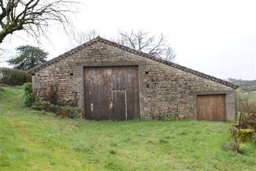 Stone Country House met dependances op 4.46 Ha De Terrain.