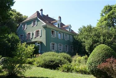 Pretty house of character in the heart of a natural park