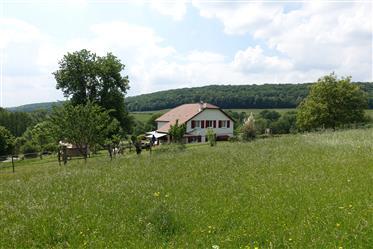 Jolie maison de campagne sur 15 ha de terrain