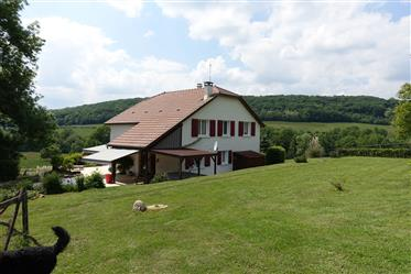Pretty country house on 15 hectares of land