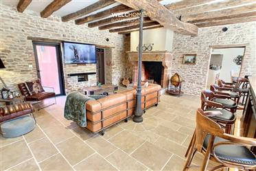 Chalon-Sur-Saône 20 min - Sublime renovation for this stone property, located in the heart