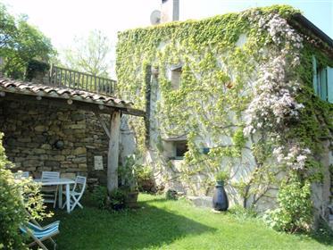 Maison individuelle en pierre avec terrain