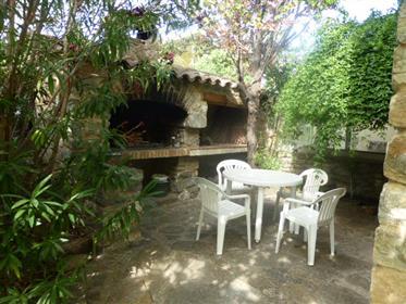 Grande maison en pierres apparentes près de Durban 11360. Grand garage et jardin.