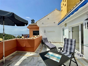 High quality penthouse, walking distance to a lovely beach in a peaceful area- with store