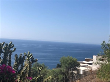 Building plot, walking distance to the beach &amp restaurants, with amazing sea views. Thi