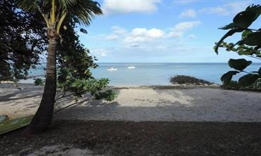 Face Mer! Somptueux Appartement Avec Jardin Vue Mer Et Pieds Dans L'eau A Tamarin – Ile Maurice