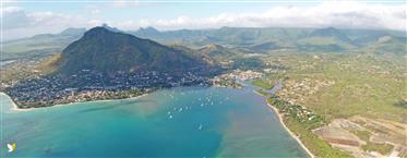 Top Duplex Avec Acces Plage – Sublime Vue Mer A Riviere Noire – Ile Maurice