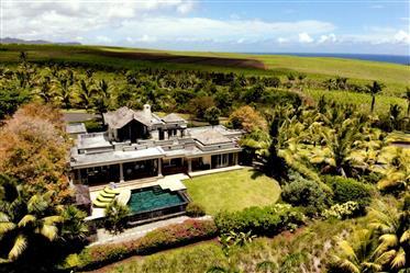 Prestigieuse Villa Vue Mer Epoustoufflante Au Sein D'Un Golf Dans Le Sud-Ouest Authentique
