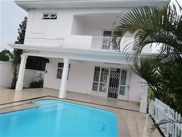 To Let! Superb Villa With Big Land, Pool & Close Sea In Calodyne - Mauritius