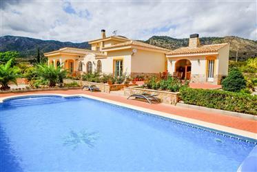 Impresionante villa en venta en Salinas