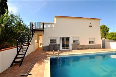 Preciosa casa de campo restaurada con piscina en venta en Yecla