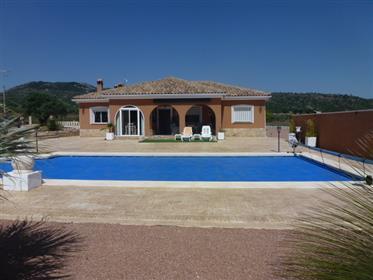 Preciosa villa con piscina en venta en Salinas (Alicante)