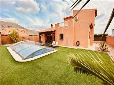 Bonito chalet con piscina cubierta en venta en Fortuna
