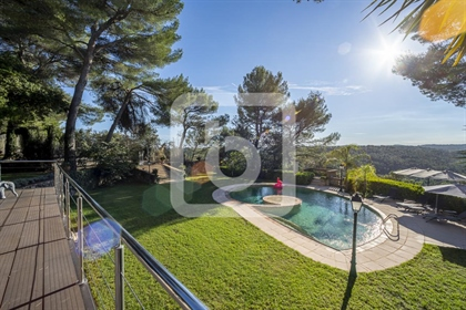 Exceptional property - 2 villas and a mazet with breathtaking view of the hills - Roquefort les Pins