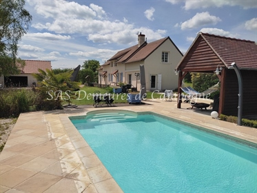 Charming property with swimming pool, in hamlet of Sancerrois vineyard