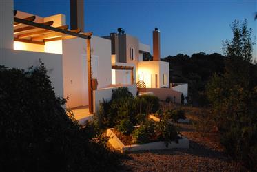 Σπίτι & τρία στούντιο στο χωριό Κάστελλος