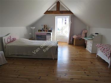 En excellent état, 4 chambres sur presque 2 000  m².!