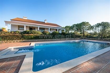 House: 220 m²