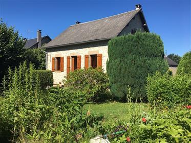 Jolie maison en pierre avec jardin