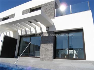 Casa semiadosada con piscina privada