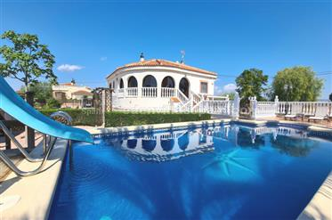 Beautiful Villa with private swimming pool and garage