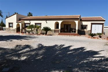 Villa with garage at walking distance to town
