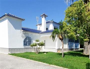 Beutiful Villa with private swimming pool