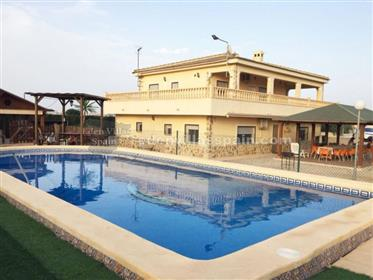 Villa with guest house at 10min driving from the coast