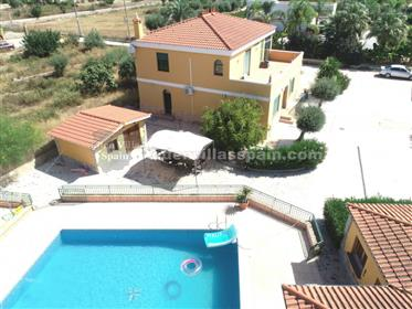 Beautiful Villa with guest house and private swimming pool