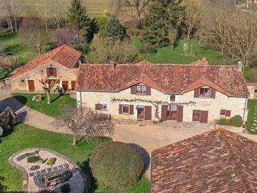 Maison de hameau 18e s., gîte, piscine, parc 5700m²,grange
