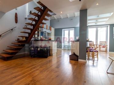 Maravilhoso andar moradia triplex localizado em plena baixa de Faro, completamente remodel