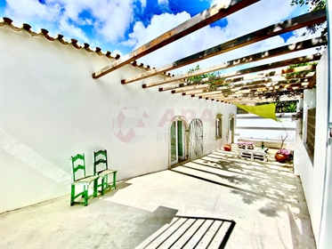 Typical Portuguese house of type T2 +1 totally renovated, lo...