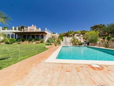Majestosa Moradia T5 c/ piscina na Bordeira - Faro