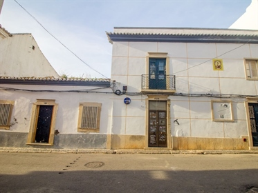 Duas moradias de construção típica algarvia para reconstruçã...