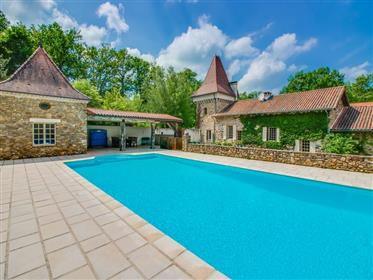 Dordogne Propriété 350M² Dépendances Piscine..